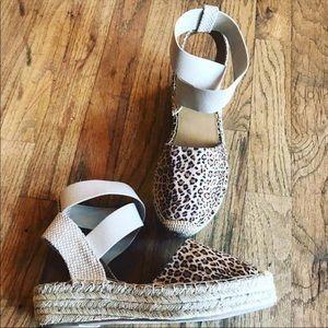 Cute leopard shoes!